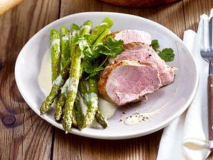 Gebratener grüner Spargel mit Schweinelendchen Rezept