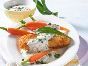 Gebratenes Fischfilet mit Bundmöhren und Bärlauch-Creme Rezept