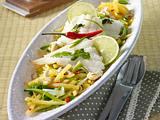 Gebratenes Fischfilet mit Julienne-Kartoffeln und süß-saurer Soße Rezept