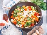 Gebratenes Gemüse aus dem Wok mit frittierten Glasn Rezept