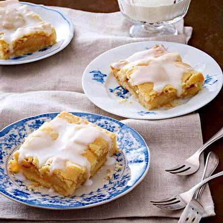 Gedeckter Birnen-Blechkuchen mit Möwenschiet Rezept