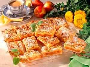 Gedeckter Nektarinen-Blechkuchen (Hefeteig) Rezept