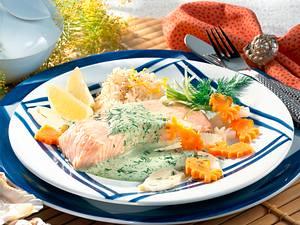 Gedünstete Lachstranchen auf Kräuter-Meerrettich-Schaum Rezept