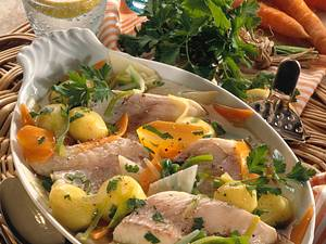 Gedünstete Rotbarschfilets auf Bouillon-Gemüse Rezept