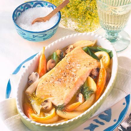 Gedünsteter Lachs auf Gemüse Rezept