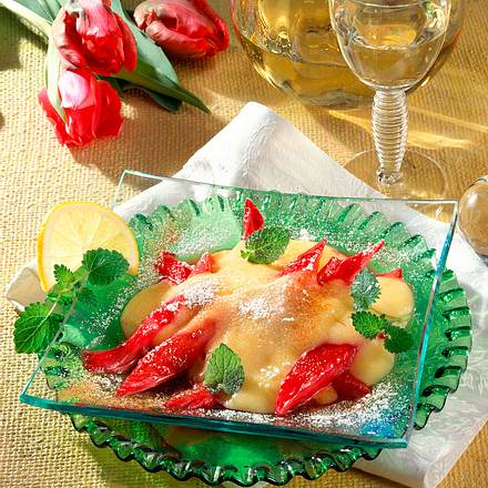 Gedünsteter Rhabarber mit Portweinschaum Rezept