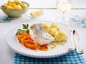 Gedünsteter Zander mit Kartoffeln und Möhren Rezept
