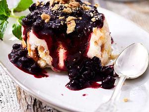 Geeister Joghurt mit Blaubeeren Rezept