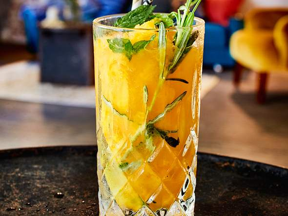 Geeister Mango-Gin mit Ginger Beer Rezept