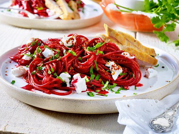 Rotweinspaghetti mit Hähnchen Rezept