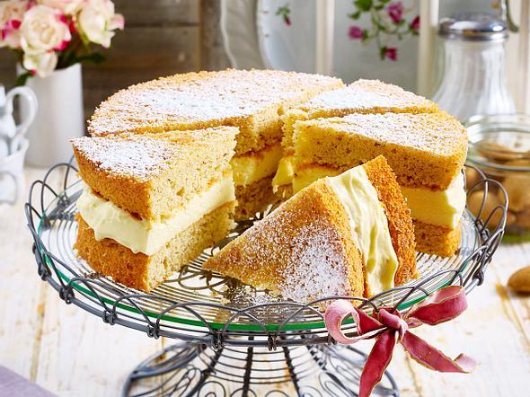 Gefüllter Mandelkuchen mit Puddingcreme Rezept
