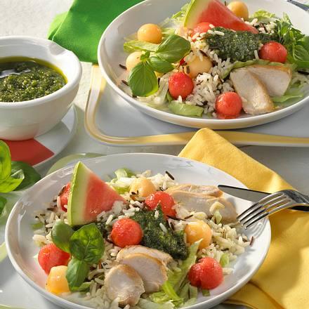 Geflügelsalat mit Wildreismischung, Melone und Pesto Rezept