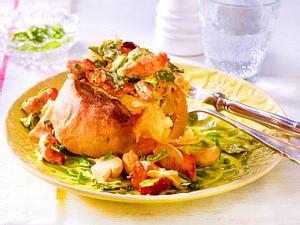 Gefüllte Kartoffel mit Kasseler-Spitzkohl-Ragout