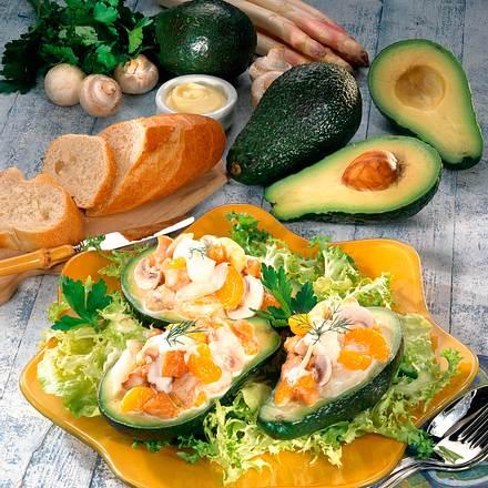 Gefüllte Avocado auf Salat Rezept