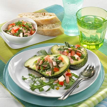 Gefüllte Avocado mit italienischem Salat Rezept