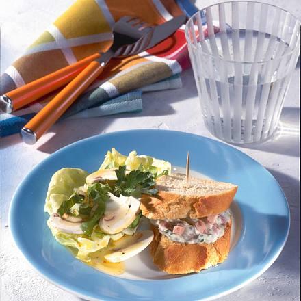 Gefüllte Baguette-Happen mit Salat Rezept