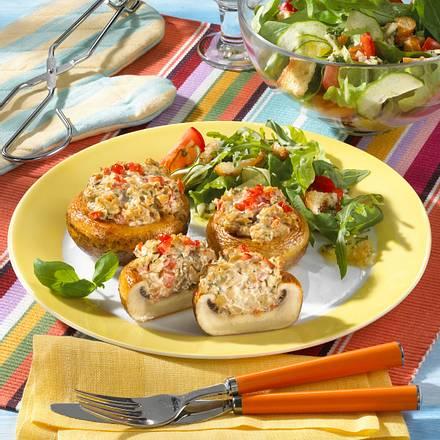 Gefüllte Champignons mit Salat Rezept