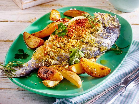 Gefüllte Dorade mit Rosmarin-Kartoffeln und Salat Rezept
