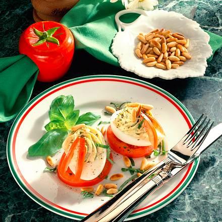 Gefüllte Eier auf Tomaten Rezept