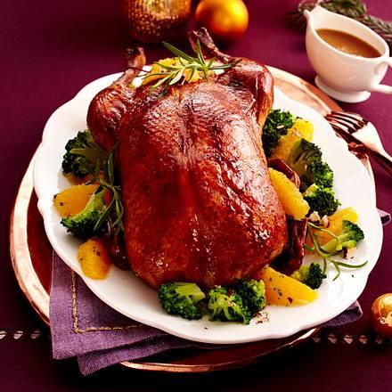 Gefüllte Ente mit Haselnuss-Brokkoli mit Orangenfilets Rezept