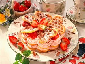 Gefüllte Erdbeer-Waffelherzen Rezept