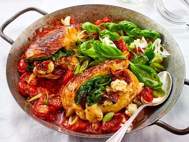 Gefüllte Hähnchenfilets mit Tomatensoße Rezept