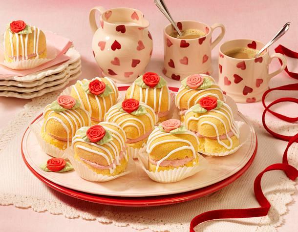 gef llte herz muffins zum muttertag rezept chefkoch rezepte auf kochen backen und. Black Bedroom Furniture Sets. Home Design Ideas