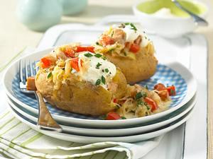 Gefüllte Kartoffel mit Paprika-Kraut Rezept