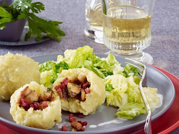 Gefüllte Kartoffelklöße auf Rahmwirsing Rezept