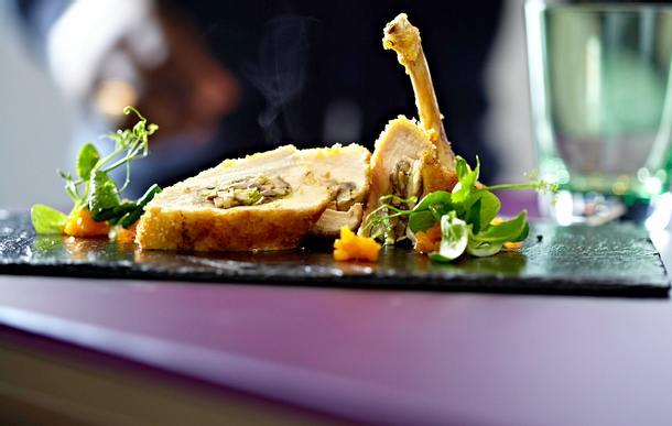 Gefüllte Maishähnchenbrust mit Kürbischutney und Feldsalat Rezept