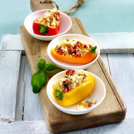 Gefüllte Mini-Paprika mit Couscous, cremigem Feta und getrockneten Tomaten Rezept
