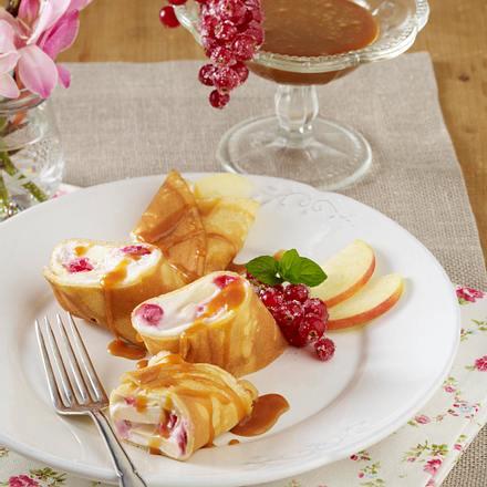 gefüllte Pfannkuchen mit Apfel-Johannisbeer-Frischkäse und Karamellsoße Rezept