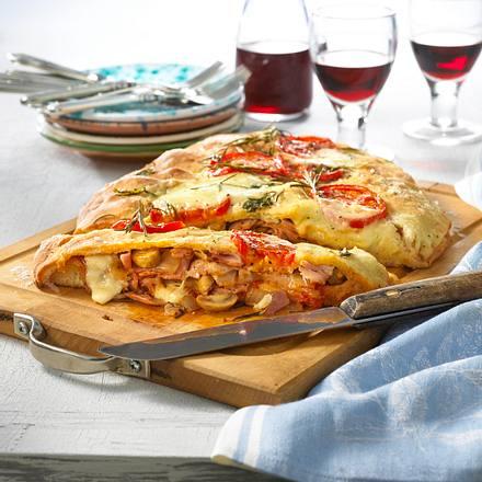 Gefüllte Pizza vom Blech Rezept