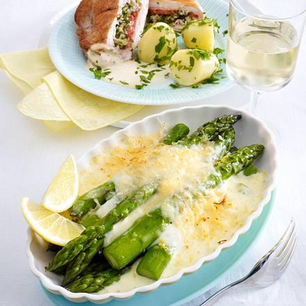 Gefüllte Putenschnitzel zu gratiniertem grünen Spargel Rezept