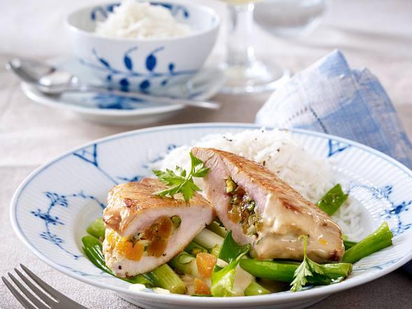 Gefüllte Putenschnitzel zu Lauchzwiebeln und Reis Rezept