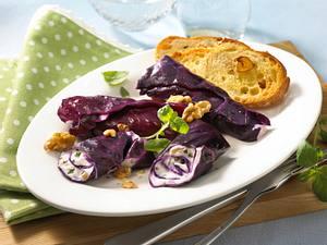 Gefüllte Rotkohlblätter mit Frischkäsecreme und Ciabatta-Knoblauchbrot Rezept