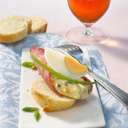 Gefüllte Salamiröllchen mit Eiersalat Rezept