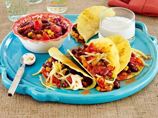 Gefüllte Tacoschalen mit Chili-Bohnen-Tomaten-Gemüse Rezept