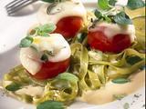 Gefüllte Tomaten auf Nudeln Rezept