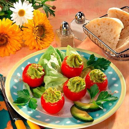 Gefüllte Tomaten mit Avocado Rezept