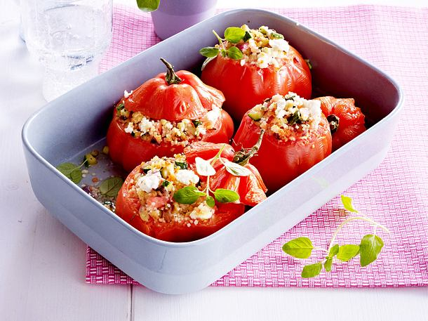 Gefüllte Tomaten mit Couscous, Schafskäse und Zucchini Rezept