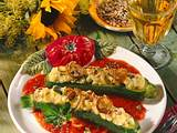 Gefüllte Zucchini auf Tomatensoße Rezept