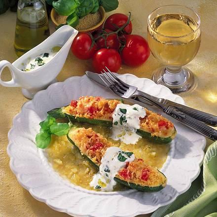 Gefüllte Zucchini mit Basilikum-Joghurt Rezept