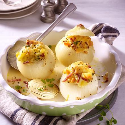 gefüllte Zwiebel mit Speck-Kartoffel-Püree Rezept