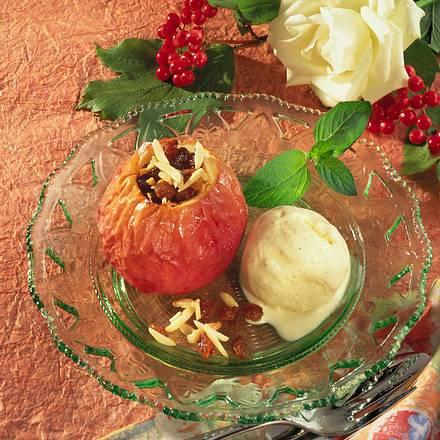 Gefüllter Bratapfel mit Vanille-Eis Rezept