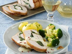 Gefüllter Putenbraten mit Spinat und Gorgonzola in Weißweinsoße und Mandel-Brokkoli Rezept