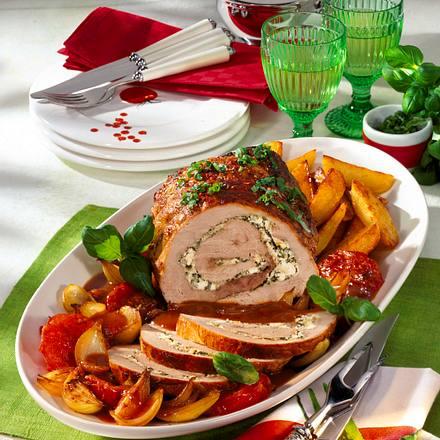 Gefüllter Schnitzelrollbraten mit Röstkartoffeln und Gemüse Rezept