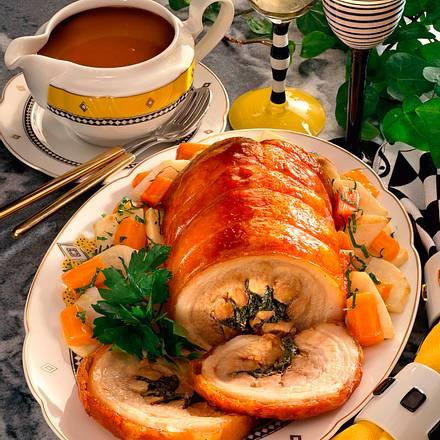 Gefüllter Schweinebauchrollbraten mit Möhren-Selle Rezept