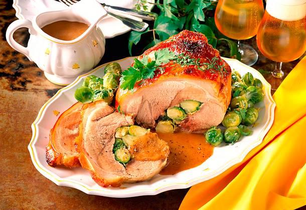 Gefüllter Schweinebraten mit Rosenkohlgemüse Rezept