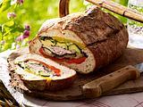 Gefülltes Brot mit gegrilltem Gemüse und Hähnchen Rezept